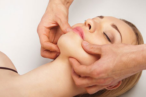 ماساژ و جانسازی پوست صورت